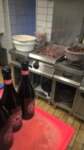 4-_wildschweingulasch-rotwein